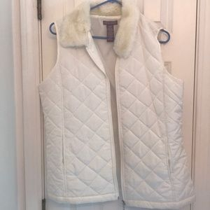 Sleeveless vest with fur collar